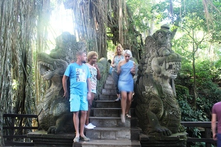 Objek Wisata Ubud Sebagai Pusat Seni Dan Keberadaan Monkey