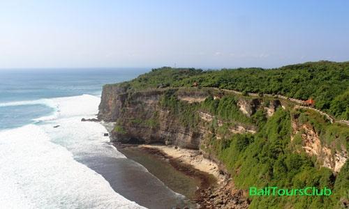 Pemandangan tebing di Uluwatu