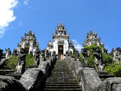 The  temple is located on a hilltop Bisbis peaks BaliBeach; Lempuyang Luhur Temple inwards Bali